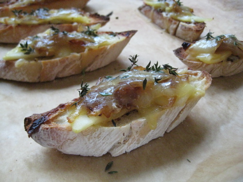 appetizers_appleonionthymecheddarcrostini_4