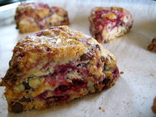 Raspberry Chocolate Tea Scones | eggs on sunday